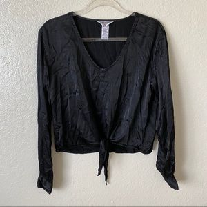 Hard tail tie front v neck black top size small